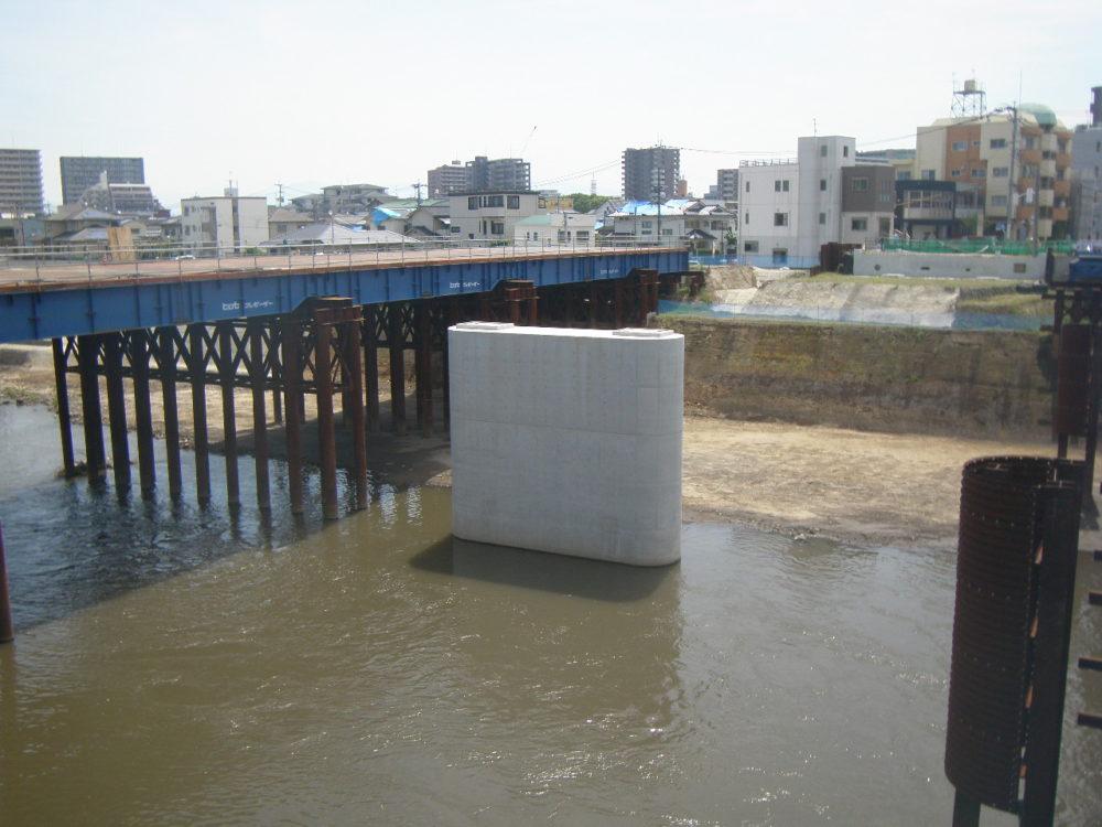 白川明午橋旧橋脚撤去及びP1新設工事